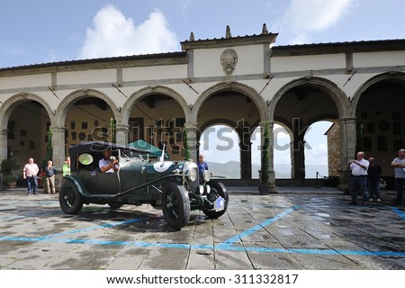 CASTIGLION FIORENTINO (AR), ITALY - SEPTEMBER 20: A green Bentley 3 litre takes part to the GP Nuvolari classic car race on September 20, 2014 in Castiglion Fiorentino (AR). The car was built in 1925 - stock photo