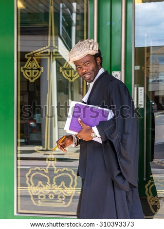 CHELMSFORD/ESSEX - ENGLAND 16TH AUGUST 2015 - Lawyer walks into Chelmsford Crown Court after consulting his clients on August the 16th 2015 in England Essex Chelmsford - stock photo