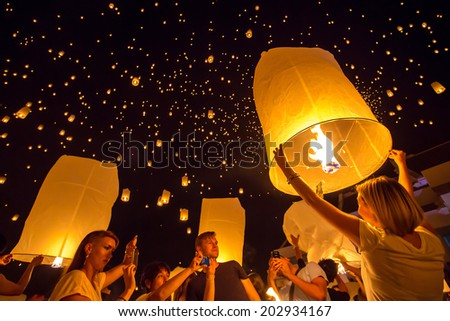 CHIANGMAI, THAILAND - NOV 16: People release sky lanterns to worship Buddha's relics during Yi Peng festival on November 16, 2013 in Chiangmai, Thailand - stock photo