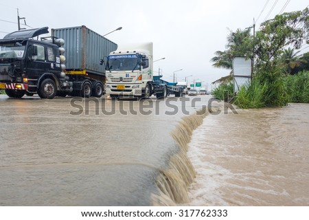 CHONBURI, THAILAND - SEPTEMBER 17, 2015: Many people driving the car through flooded area after the storm VAMCO rain. - stock photo