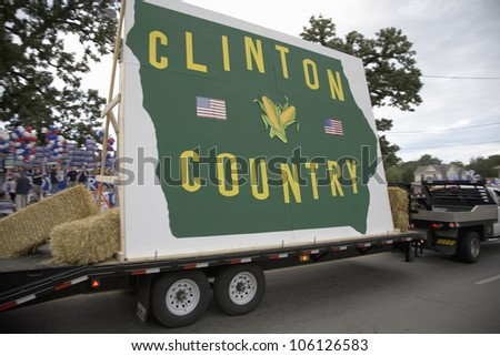 Clinton Country float driving in front of Drake University, August 19, 2007, as part of the Presidential Primaries, Des Moines, Iowa - stock photo
