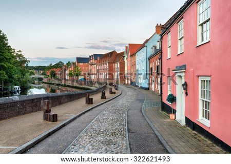 Cobbled streets and pretty houses alongside the river Yare at Norwich in Norfolk - stock photo