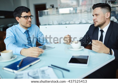 Consulting of businessmen - stock photo