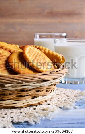 Cracker of a round form in a wicker basket - stock photo