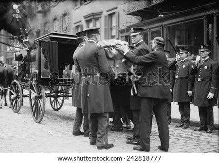 Crime fighting hero Giuseppe 'Joe' Petrosino's (1860-1909) coffin placed in hearse during his funeral after his assassination a month earlier in Palermo by Mafioso, Vito Cascio Ferro. April 12, 1909. - stock photo