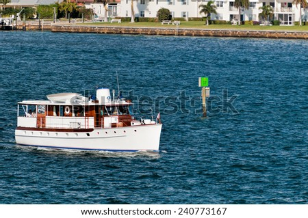 Cruise boat on Intracoastal Waterway in West Palm Beach, Florida - stock photo