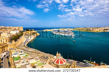 Cruise liner leaving Valletta - Malta - stock photo