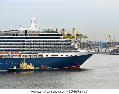 Cruise ship mooring - stock photo