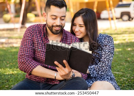 Hispanic Couples Pictures Cute Hispanic Couple Enjoying