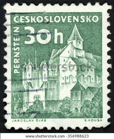 CZECHOSLOVAKIA - CIRCA 1960: post stamp printed in Czech (Ceskoslovensko) shows Pernstejn castle; Scott 973 A382 30h green; circa 1960 - stock photo