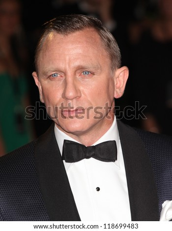 Daniel Craig arriving for the Royal World Premiere of 'Skyfall' at Royal Albert Hall, London. 23/10/2012 Picture by: Alexandra Glen - stock photo