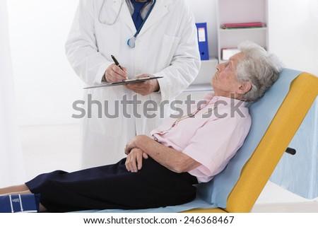 DIALOG DOCTOR SENIOR WOMAN - stock photo