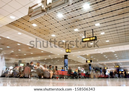DUBAI - FEB 02: Crowd of the passengers inside the terminal of Dubai International airport on February 2, 2013 in Dubai, UAE. The 3rd busiest airport in the world by international passenger traffic - stock photo