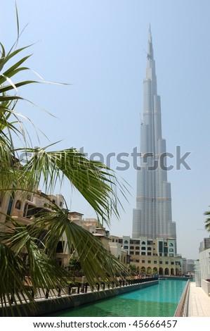 DUBAI, UAE - AUGUST 27: The finishing stage of construction of Burj Dubai (Burj Khalifa), world's tallest skyscraper (height 828m, 160 floors) on August 27, 2009 in Dubai, United Arab Emirates - stock photo