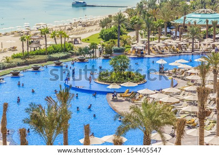DUBAI, UAE - SEP 30: 5 stars Hotel Atlantis (1,539 spacious guest rooms including 166 suites) on man-made island of Palm Jumeirah at September 30, 2012 in Dubai, United Arab Emirates. Pool and sea. - stock photo