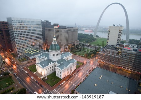 Elevated view of Gateway Arch and the historical Old St. Louis Courthouse, MO - stock photo