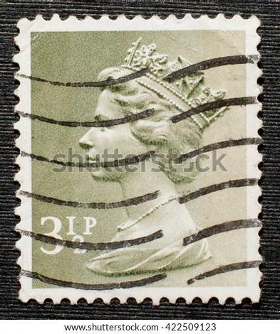 ENGLAND - CIRCA 1971 - 1975: An English Used Postage Stamp showing Portrait of Queen Elizabeth 2nd, circa 1971 - 1975 - stock photo