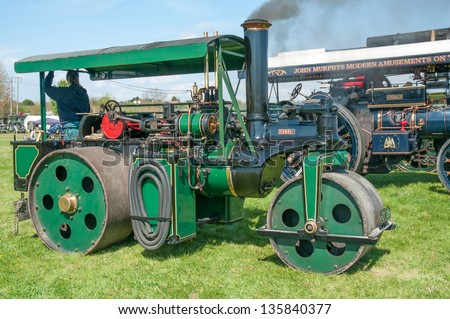 EVESHAM,WORCESTER,ENGLAND - APRIL 13 : A vintage Steam Roller and its owners on display in the show ring at a country fair on April 13 ,2009 in Evesham , England - stock photo