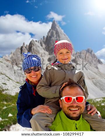 "Family on mountain trek - Tre Cime di Lavaredo "" Drei Zinnen "" - Dolomite - Italy - stock photo"
