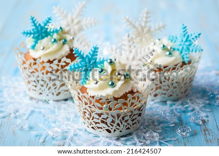 Festive Christmas cupcakes decorated with sugar snowflakes - stock photo