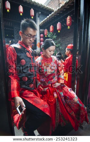 FOSHAN-Feb 14:Traditional ceremony held at the collective wedding ceremony held at the flower market, there are 12 couples, bridge and dragon took part in the parade Feb 14, 2014 in Foshan, China - stock photo