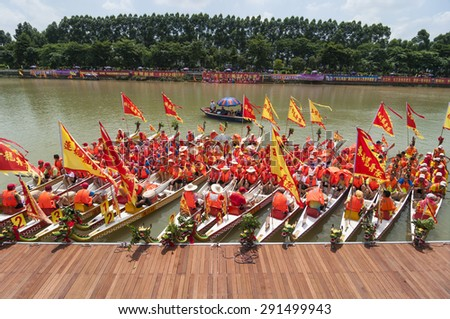FOSHAN-June 27:If zhang town dragon boat Fen rivers, there are 47 men's, women's team took part in the game, there are tens of thousands of people watched the match June 27, 2015 in Foshan, China - stock photo