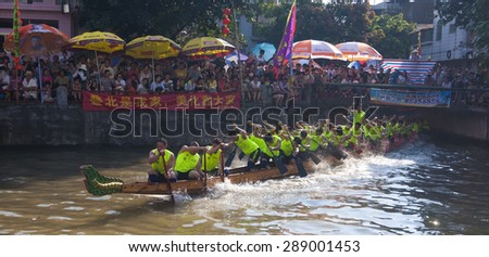 FOSHANâ-June 20:The dragon boat competition held in Fenjiang River, 17 dragon boat to participate, attracting a large number of people to watch June 20, 2015 in Foshan, China - stock photo