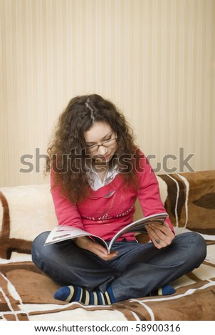 girl on the couch in the viewing glasses - stock photo