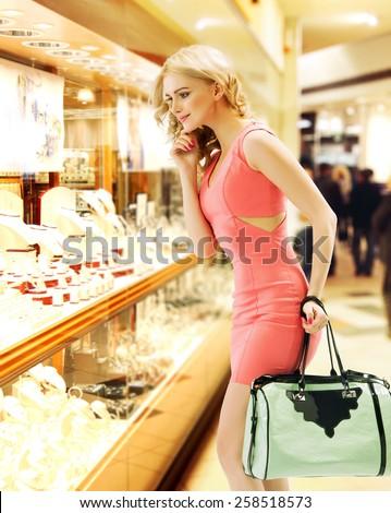 Glamorous woman on shopping trip - stock photo