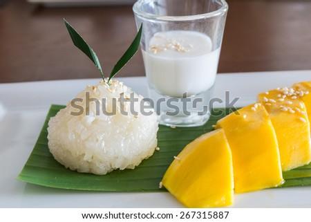 Glutinous rice with ripe mangoes ,Thai style tropical dessert - stock photo