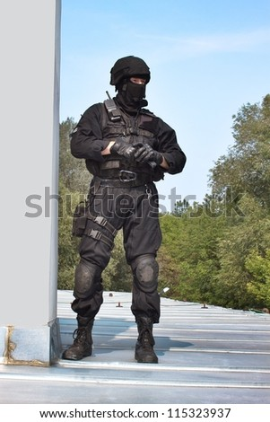 guarding VIPs, special forces policeman with the gun on the roof - stock photo