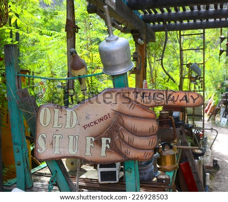 Hand sign pointing the way to antiques and secondhand items - stock photo