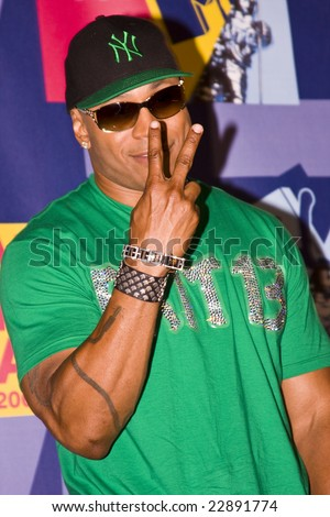 HOLLYWOOD - SEPTEMBER 07: LL Cool J poses in the press room at the 2008 MTV Video Music Awards at Paramount Pictures Studios on September 7, 2008 in Hollywood, California. - stock photo