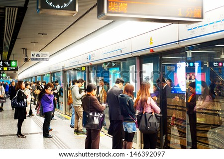 HONG KONG - JANUARY 21: Unidentified people waiting for a subway train on January 21, 2013 in Hong Kong. MTR had 46.4% of the public transport market, making it the most popular transport in Hong Kong - stock photo