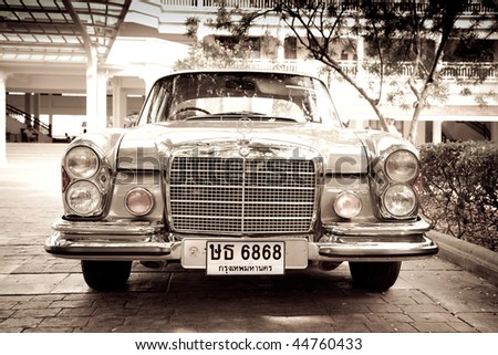 HUA HIN - DECEMBER 19: Mercedes Benz W108 250S, 1965. Vintage Car Parade 2009 at Sofitel Resort on December 19, 2009 in Hua Hin, Thailand. - stock photo