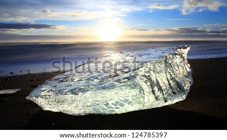 Iceburgs washed up on the beach from the meltin jokulsarlon glacier lagoon south iceland - stock photo