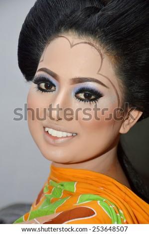 Traditional Indonesian Wedding Makeup : Indonesians bride was makeup in traditional Bugisnesse ...