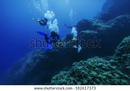 Italy, Ponza Island, Tyrrhenian sea, U.W. photo, wall diving, scuba divers - FILM SCAN - stock photo