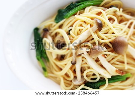 Japanese Shimeji Mushroom and spinach spaghetti - stock photo