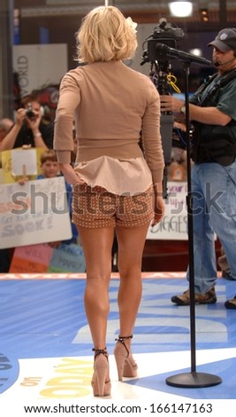 Jessica Simpson on stage for NBC Today Show Concert with Jessica Simpson, Rockefeller Center, New York, NY, September 01, 2006 - stock photo