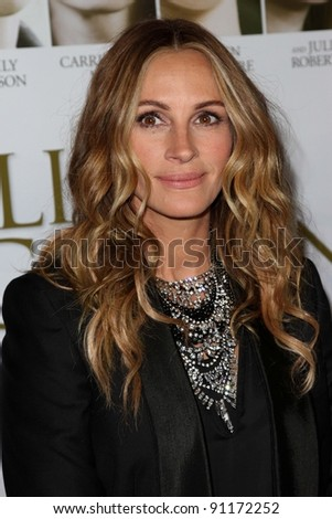 """Julia Roberts at the  """"Fireflies In The Garden"""" Film Premiere, Pacific Theaters, Los Angeles, CA 10-12-11 - stock photo"""