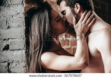 sexy couple kissing in the cold pictures