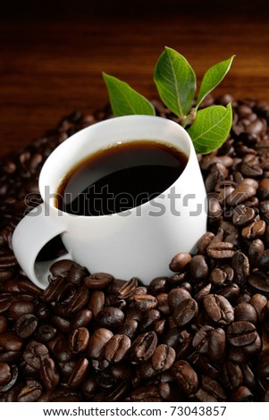 Kaffeetasse auf Bohnen - stock photo