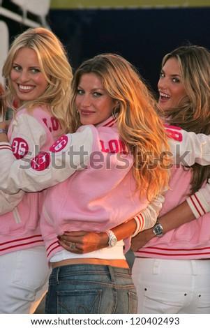 Karolina Kurkova, Gisele Bundchen and Alessandra Ambrosio at the arrival of the Victoria's Secret Models via Private Jet to Burbank's Bob Hope Airport, Burbank, CA 11-14-06 - stock photo