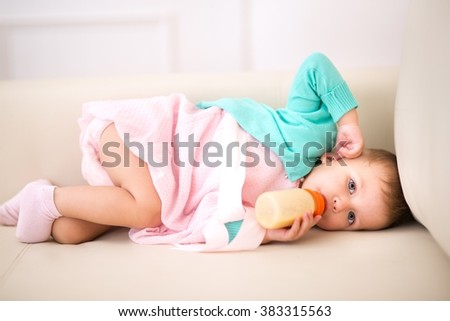 Kid and a half months of age sucks bottle - stock photo