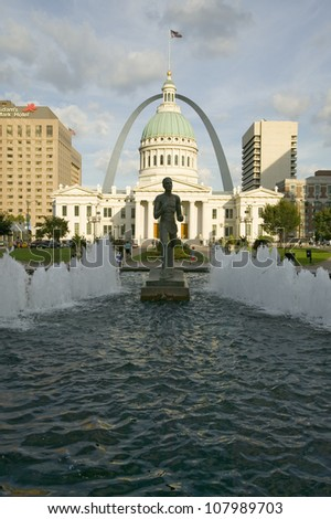 Kiener Plaza - �The Runner� fountain in front of historic Old Court House and Gateway Arch in St. Louis, Missouri - stock photo