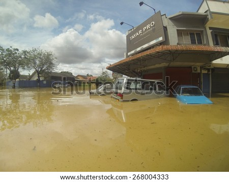 KUANTAN, PAHANG MALAYSIA-DEC 05, 2014:Unidentified tires shop and a few of vehicles submerged after struck by the worst floods in history - stock photo