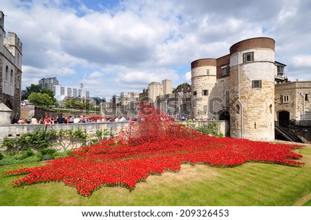 LONDON - AUGUST 5. Some of the 888,246 ceramic poppies on August 5, 2014 commemorate the British and colonial military who died in the 1914-1918 First World War, installed at the Tower of London, UK - stock photo