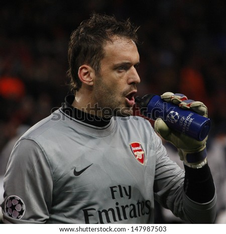 LONDON, ENGLAND. 31/03/2010. Arsenal Goalkeeper Manuel Almunia  during the  UEFA Champions League quarter-final between Arsenal and Barcelona at the Emirates Stadium - stock photo