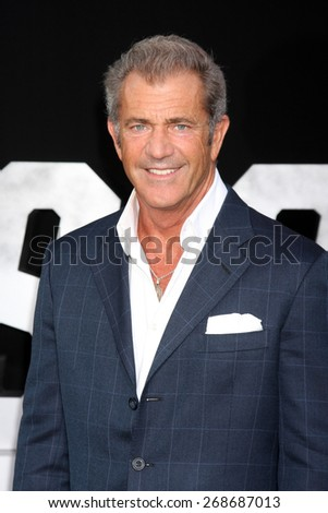 "LOS ANGELES - AUG 11:  Mel Gibson at the ""Expendables 3"" Premiere at TCL Chinese Theater on August 11, 2014 in Los Angeles, CA